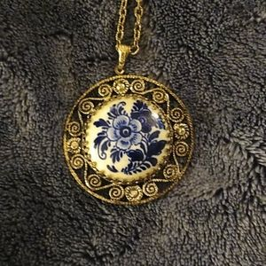 Jewelry - Vintage medallion style blue roses necklace